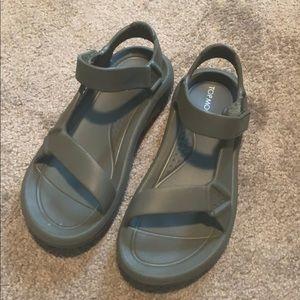 NWOT Top Moda Rubber Sandals